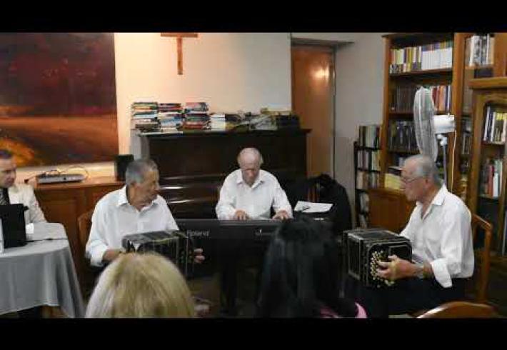 Embedded thumbnail for LA BIBLIO CELEBRO SU CUMPLEAÑOS AL RITMO DEL 2X4